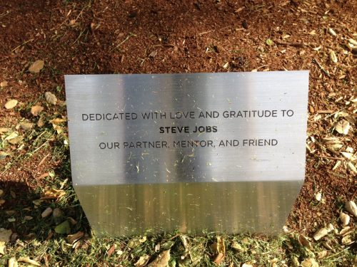 Pixar-arbre-Plaque-steve-jobs